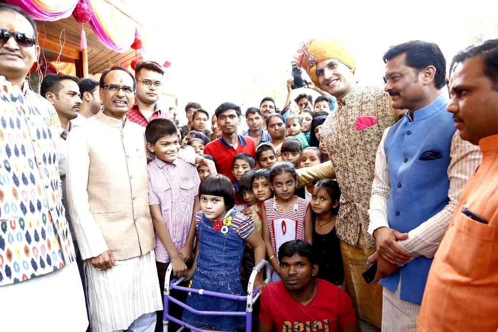 CM Chouhan takes part in wedding ceremony with disabled baraati kids
