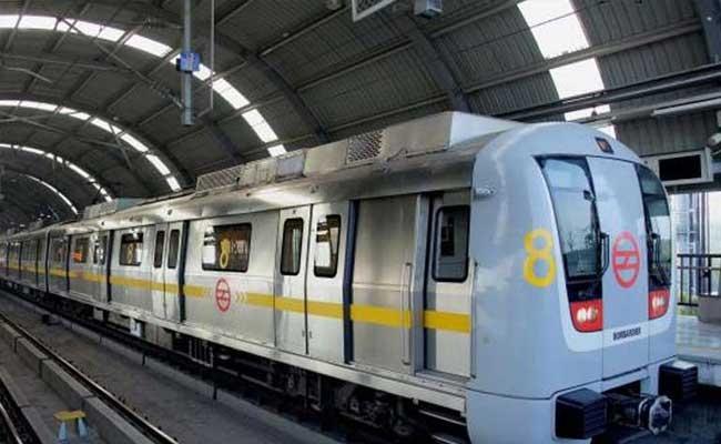 Metro train evacuated after smoke detected at Rajiv Chowk