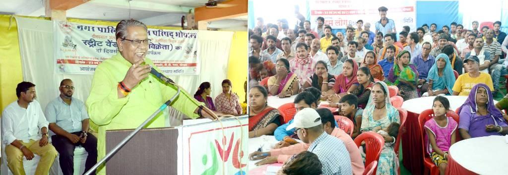 Revenue Minister Gupta at Street Vendor Training Programme