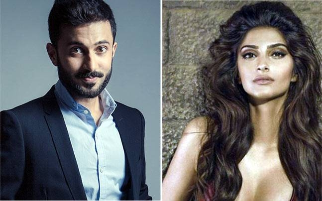 Sonam Kapoor the B'day girl is all Soaking in love of Anand Ahuja!