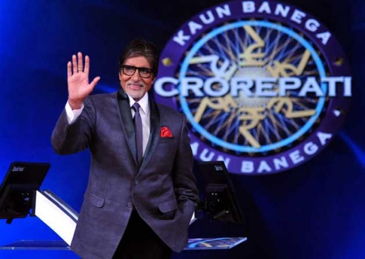 Looks like, Big B Amitabh Bachchan is Jealous of Junior Bachchan