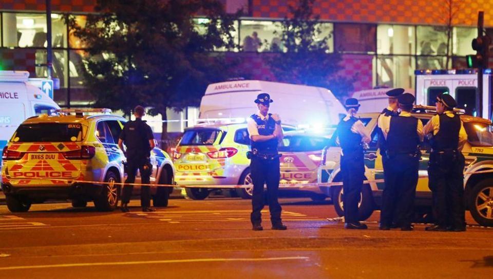 Several dead in London mosque attack (Lead)