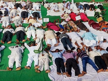 Congress workers, protesting farmers perform  shavasana  in MP