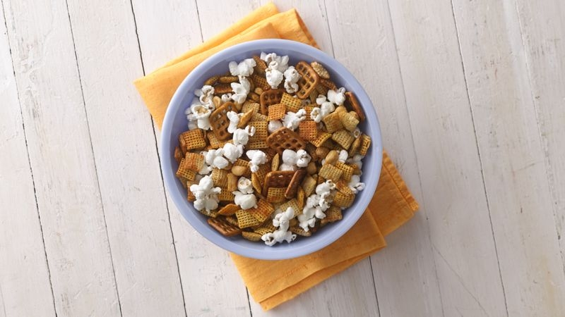 Honey-Sriracha Chex Mix