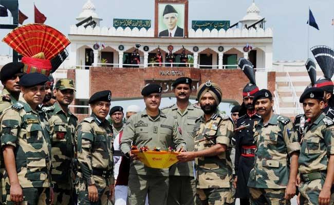 Indian, Pakistani troops exchange sweets