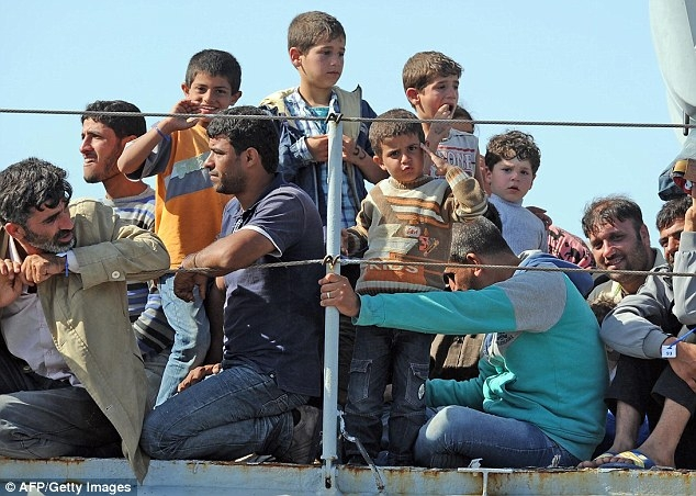 350 migrants land in Sicily, 6 traffickers held