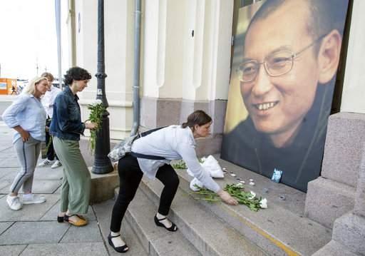 China cremates Liu Xiaobo, says his wife is  free  (Lead)