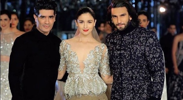 Ranveer Sing and Alia Bhatt on the ramp for Manish Malhotra at 2017 Indian Couture Week!