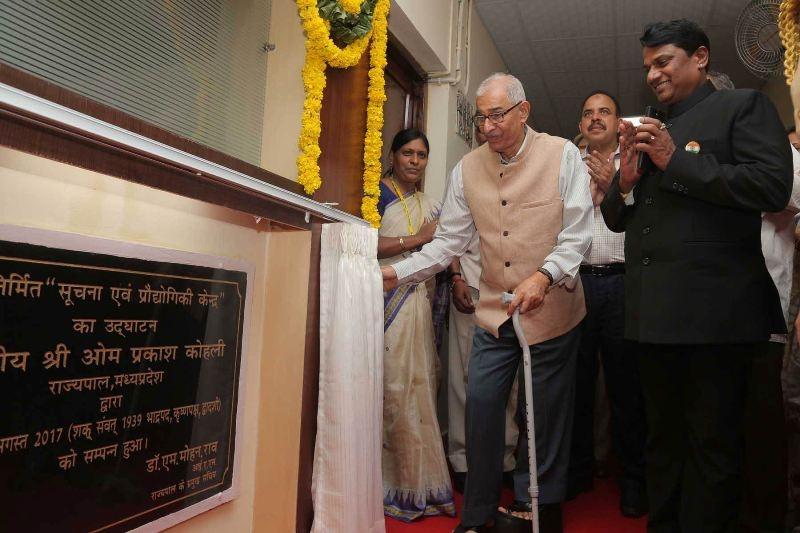 Governor inaugurates IT room in Raj Bhavan