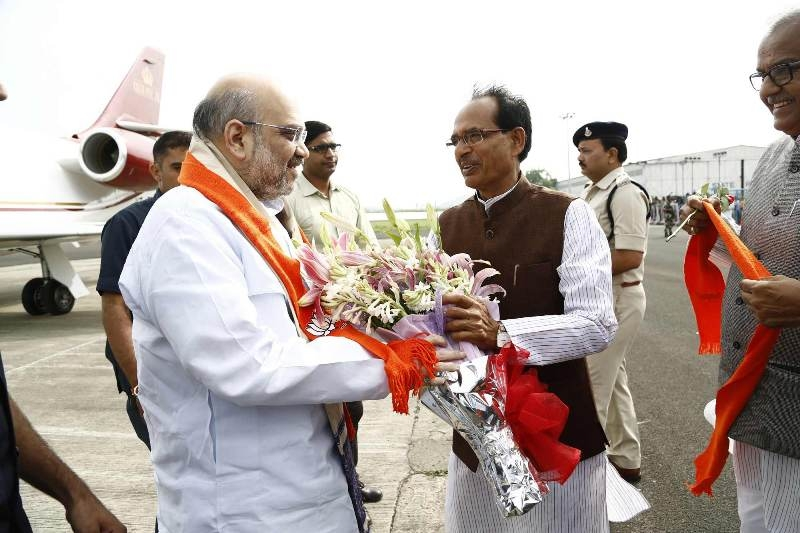 CM Chouhan accords warm welcome to Amit Shah