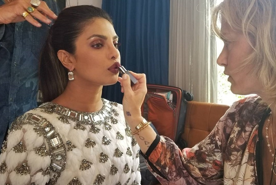 Priyanka Chopra on the red carpet for Emmy Awards 2017 Looks Stunningly Gorgeous!