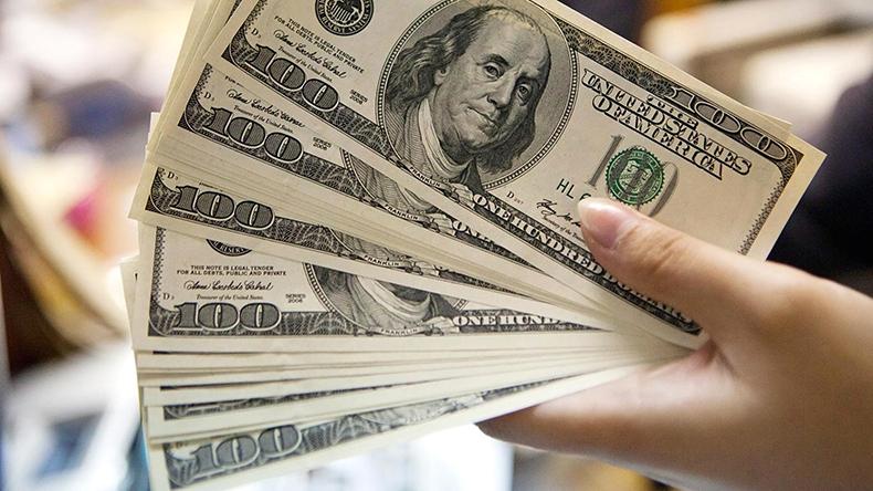 US dollar falls amid geopolitical tensions