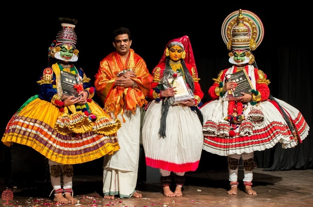 This year the 6 day festival of Indian classical dance, organized by reputed NGO's, will be held in New Delhi between 8th and 13th of November, involving renowned artists, dancers and others.