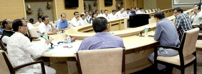 Banks Should Keep Cash Payment Arrangements Ready in Farmers' Interest: CM Chouhan