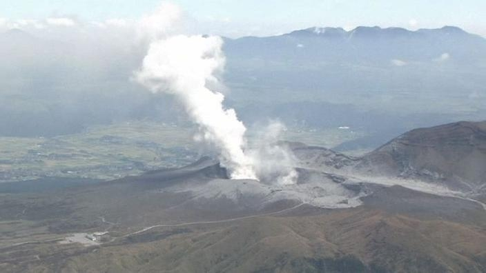 Volcano erupts in Japan, no injuries