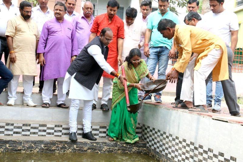 MoS Sarang cleans Chhath puja venues
